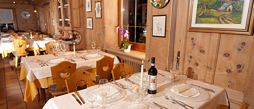 italy_livigno_hotel-livigno_dining-room.jpg